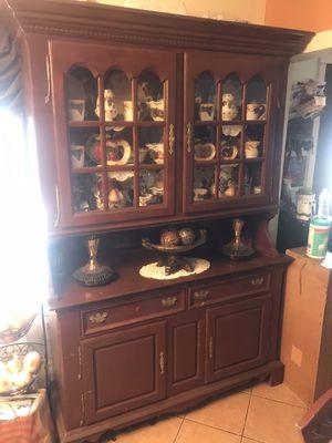 Se vende cristalero en buenas condiciones for Sale in Moss Landing, CA