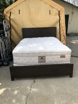 Queen Bed W/ Mattress & Boxspring! for Sale in Rancho Cucamonga, CA