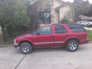 Chevy blazer 6 cilindros automática en buenas condiciones aire acondicionado y calefacción stiquers al corriente $1750 for Sale in Houston, TX