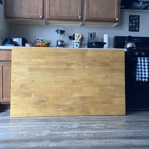 Nice Very Heavy Duty Kitchen/Dinig Room Table for Sale in Shorewood, IL
