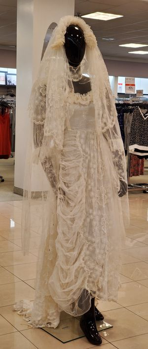 Vintage Long Sleeves Floor-Length with short train Lace Tulle Wedding Bridal Dresses With Veil white for Sale in Brooklyn, NY