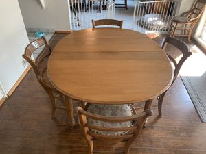 Smaller dining room table for Sale in Modesto, CA
