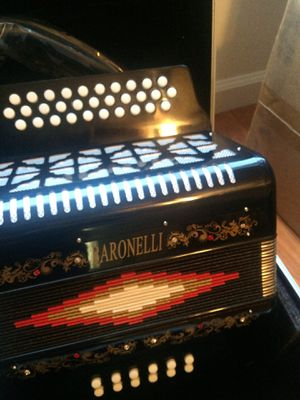 BARONELLI 31 BUTTON ACCORDION AND CASE for Sale in Orange, CA