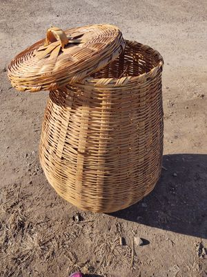 Wicker laundry basket for Sale in Canton, IL