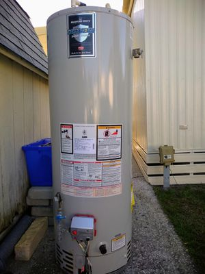 Bradford White 40 gal. propane gas water heater for Sale in Wildwood, FL
