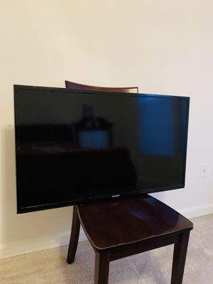 40 inch Samsung tv crystal clear for Sale in Fredericksburg, VA