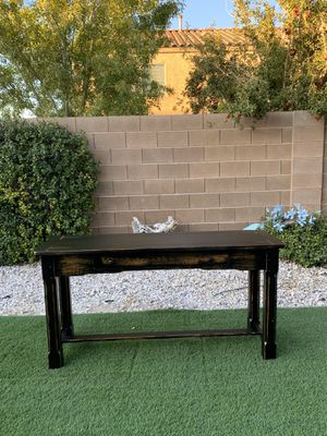 EXCELLENT CONDITION BEAUTIFUL BLACK RUSTIC SOFA TABLE ( FREE DELIVERY 🚚 FIRM PRICE $150 ) FLOOR MODEL for Sale in Las Vegas, NV