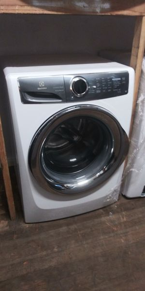 WHITE WASHER AND GAS DRYER FRONT LOAD ELECTROLUX for Sale in San Bernardino, CA