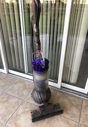 Vacuum Dyson Perfect condition was $400 new for Sale in Fort Lauderdale, FL