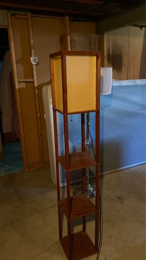 Floor lamp for Sale in Hazelwood, MO