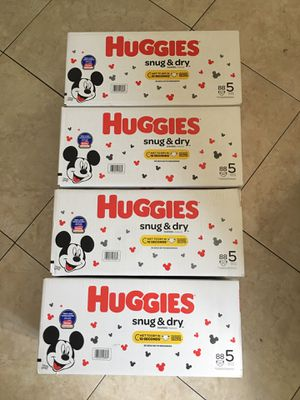 Huggies Snug & Dry Size 5 Diapers for Sale in Long Beach, CA
