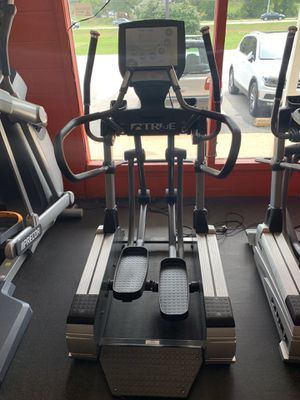 True CS800 Touchscreen Elliptical Strider Commercial for Sale in House Springs, MO
