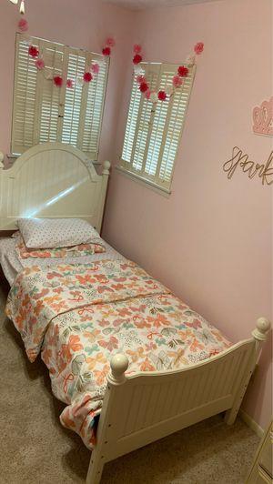 Twin Bed Set / Children's Bedroom Furniture for Sale in Portland, TX