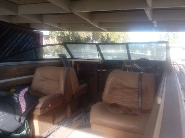 1982 SUNRUNNER PLEASURE CRUISER 21 ft comes with duel. Trailer Boat needs Some minor work