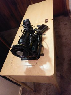 Singer Sewing Machine for Sale in Edmonds,  WA