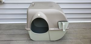 Omega Paw Roll 'n Clean cat litter box for Sale in Quincy, MA