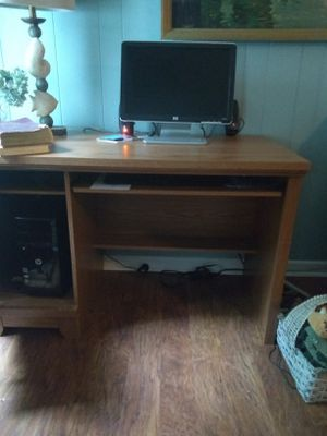 Computer and desk for Sale in Taylors, SC