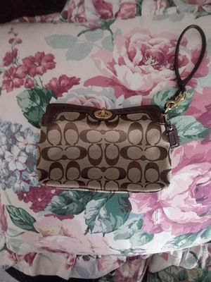 💯%Coach hand held purse for Sale in Lithonia, GA