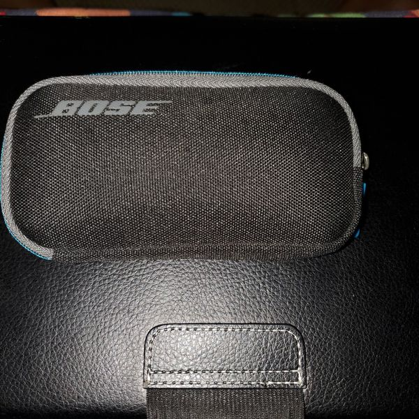 Bose artistic nose cancelling in ear headphones