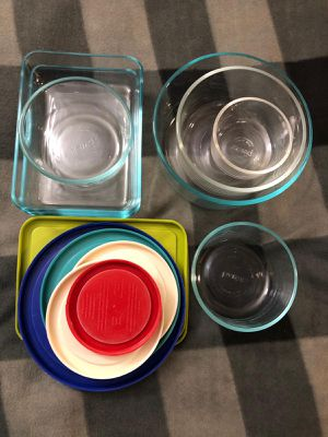 Pyrex 14 piece glass storage set for Sale in Quincy, MA