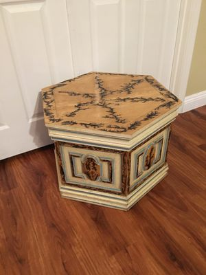 Beautiful End Table! for Sale in Mesa, AZ