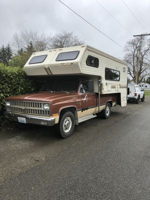 1980 to 1 ton chev 1989 western wilderness for Sale in Yelm, WA