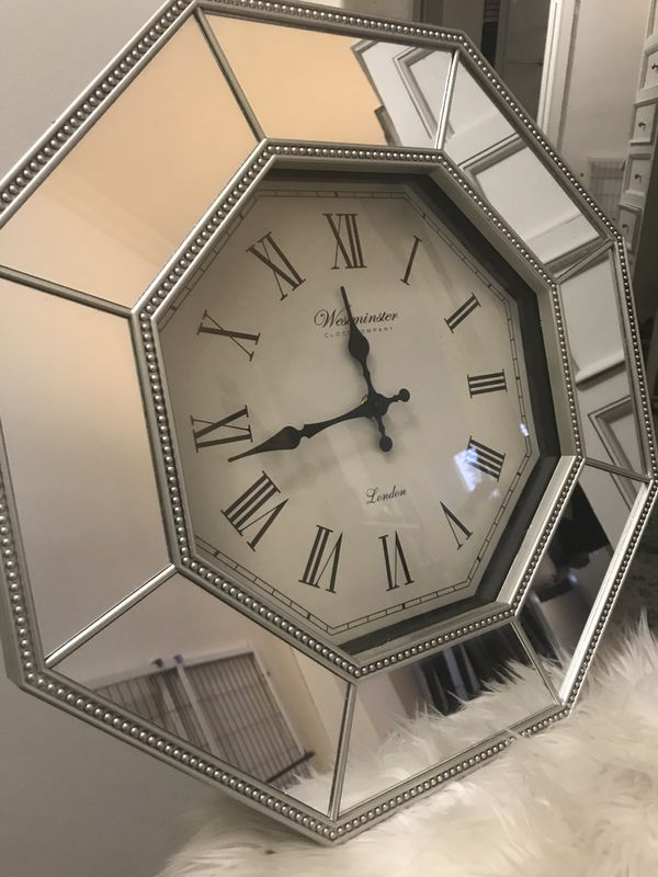 Decorative mirrored clock