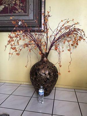 Metal flower vase/ Vase para Flores for Sale in San Bernardino, CA