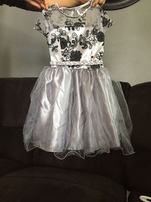 Gray party dress with black flower design for Sale in Richmond, CA