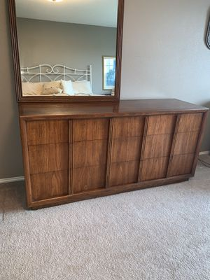 Henredon Dresser and Mirror for Sale in Maple Valley, WA