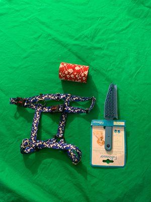 Medium harness strap and brush for Sale in Hemet, CA