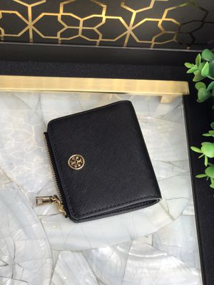 Authentic Tory Burch Foldable wallet for Sale in Compton, CA