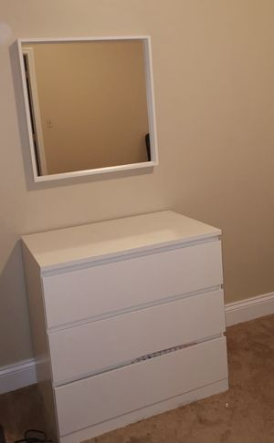 3-drawer dresser+mirror for Sale in Morgantown, WV