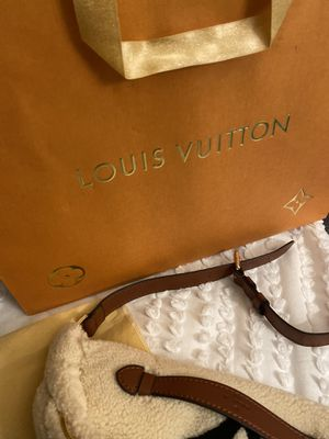 Louis Vuitton Teddy bumbag for Sale in Coppell, TX