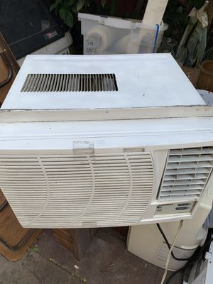 Fedders air conditioner 12,000 btu. In good working conditions. for Sale in Huntington Park, CA