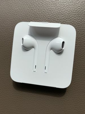 Apple earbuds brand new with lighting adapter for Sale in Redmond, WA
