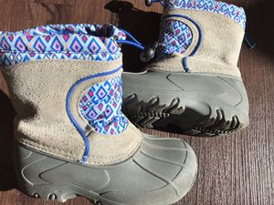 Toddlers snow boots, 9-10us for Sale in Denver, CO