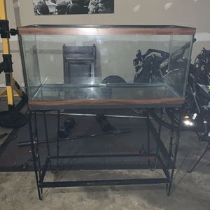 30 Gallon Fish/Animal Tank And Stand for Sale in Upper Marlboro, MD