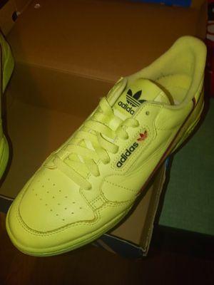 Adidas Size 9.5 buen condición for Sale in Houston, TX