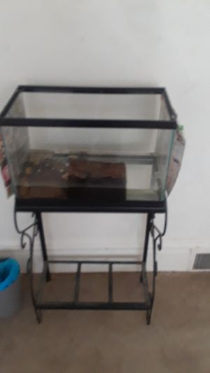 Stand and tank for Sale in Pittsburgh, PA