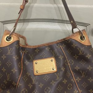 Louis Vuitton, Hobo Bag for Sale in Plainfield, IL