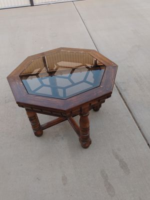 End table for Sale in Bakersfield, CA