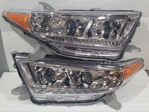 Toyota Highlander 2011-2013 Projector Headlights for Sale in Phillips Ranch, CA