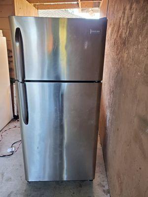 refrigerador whit ice maker(refrigerador con ice maker) for Sale in Hayward, CA