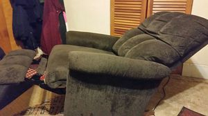 Reclinable rocking chair color brown. for Sale in Detroit, MI