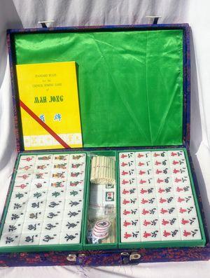 Vintage never been used Maj hong set in silk lined case for Sale in Jacksonville, FL