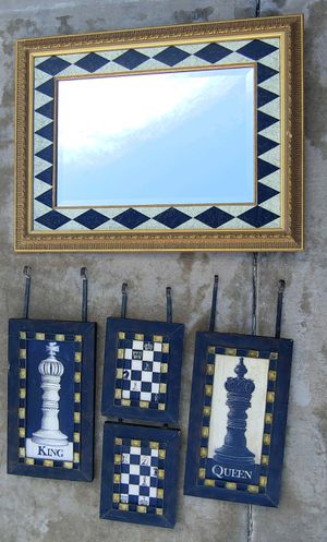 Mirror with wall decor. for Sale in Gilbert, AZ