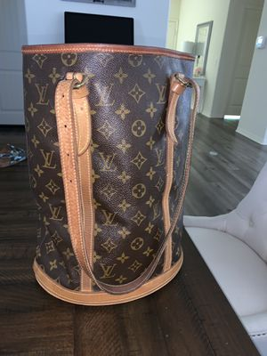 Louis Vuitton Bag for Sale in March Air Reserve Base, CA