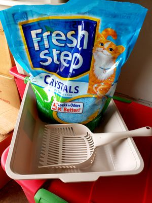 Cat litter box, scoop and fresh step litter crystals for Sale in Lodi, CA
