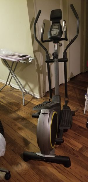 Gold's Gym Stride Trainer 350i Elliptical for Sale in Raleigh, NC